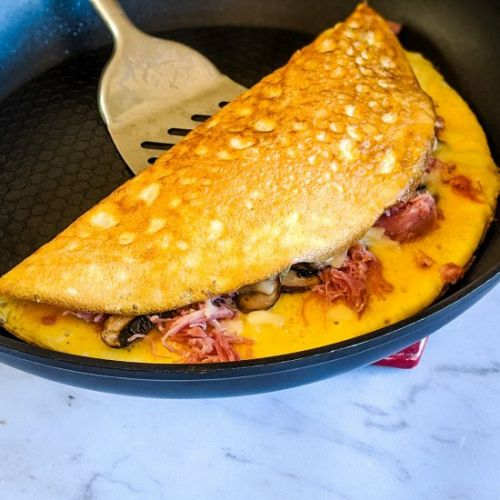 Omelette with cheese & ham