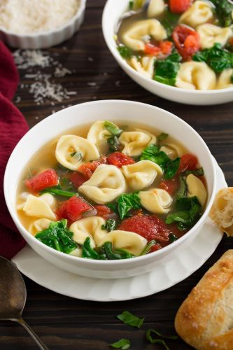 Fresh Spinach Tomato and Garlic Tortellini Soup