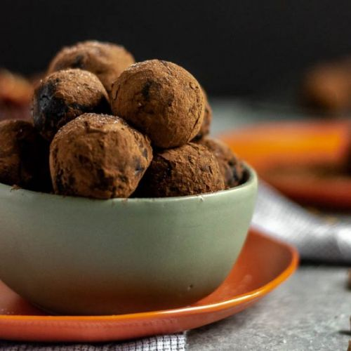 Cocoa Dusted Pecan Date Balls