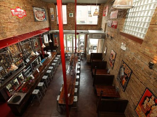Despite Being Allowed to Reopen, Many Chicago Restaurants Keep Dining Rooms Closed Amid Fears of More Infectious COVID-19 Variant