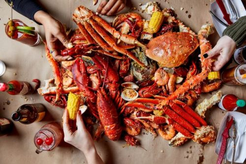 Popular Seafood Boil Restaurant Crosses the Hudson with a Jersey City Outpost