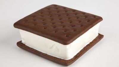 Internet Loses Its Mind Over 'Unmeltable' Ice Cream Sandwich