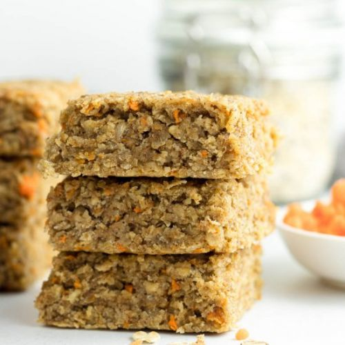 Vegan carrot cake oat bars
