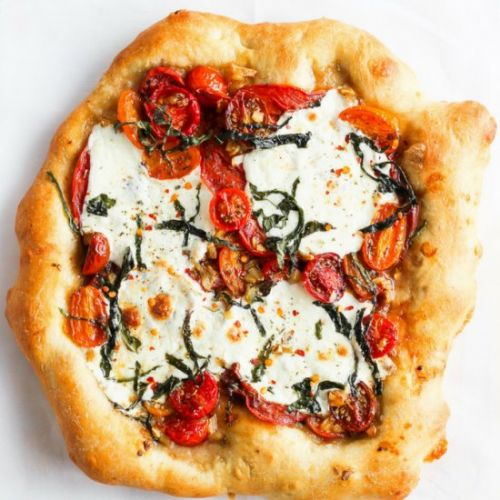 Roasted Garlic Caprese Pizza