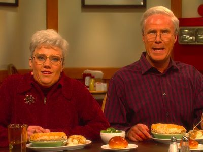 Watch Will Ferrell and Kate McKinnon's Chicken Pot Pie Commercial Shoot on 'SNL'