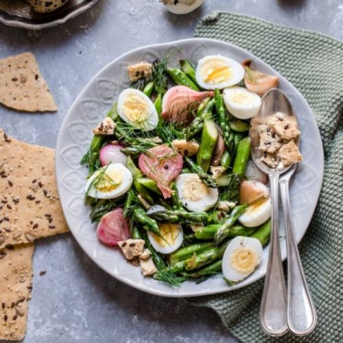 Warm asparagus salad with quail egg