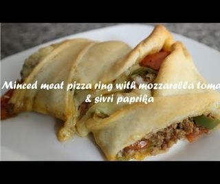 Minced Meat Pizza Ring With Mozzarella Tomatoes & Sivri Paprika Recipe