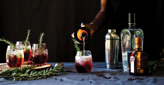 The 8 Best Sparkling Wine Cocktails to Drink on New Year's Eve