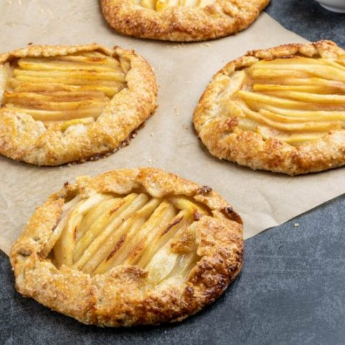 Easy tart with pears and cinnamon