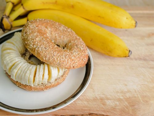Internet Continues to Dunk on 'St. Louis Style' Crime Against Bagels