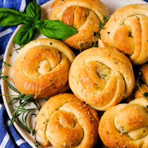 Herbed Garlic Dinner Rolls
