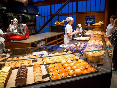 Starbucks Gets Into the Bakery-Cafe Business