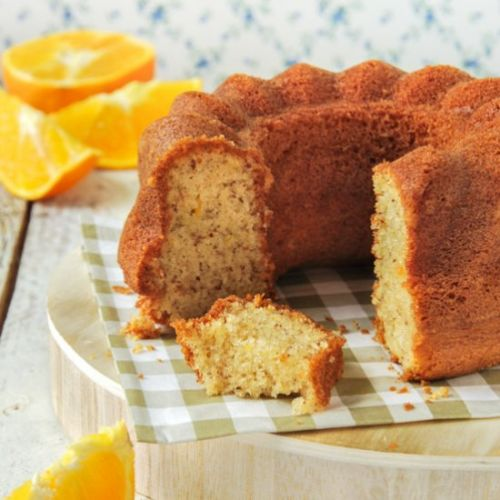 Cake with almonds and orange