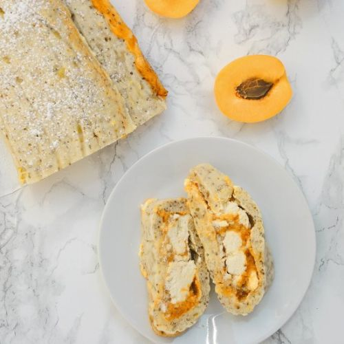 Vegan Swiss Roll with Apricots