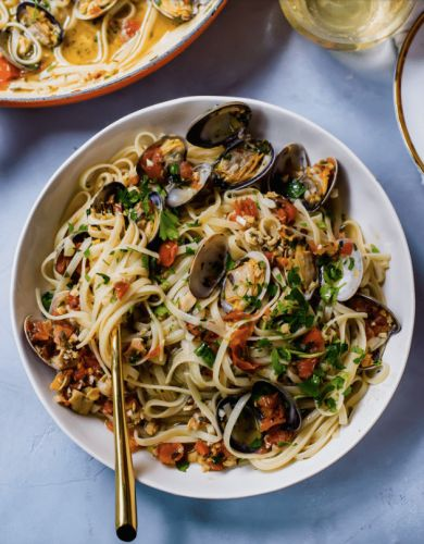 Clams and Linguini in Wine Sauce