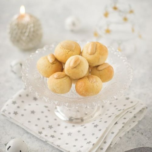 Christmas cookies with almonds