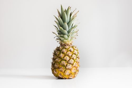 Food News: This Pineapple Trick Is Taking Over the Web