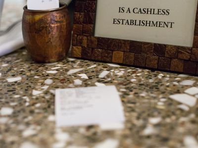 The Problem With Cashless Restaurants