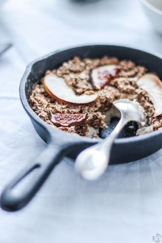 Fig baked oatmeal (w/ apple and an optional cheesecake layer)