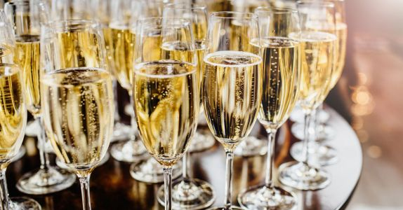 The Differences Between Prosecco, Franciacorta, And Other Italian Bubbles, Explained