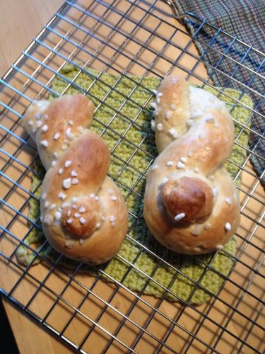 Adorable Yeast Dough Easter Bunnies - Hefeteig Osterhasen Rezept