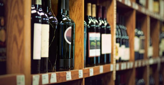 How to Navigate a Wine Shop, According to the Pros