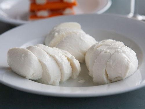 What's the Difference Between Mozzarella, Burrata, and Straciatella?