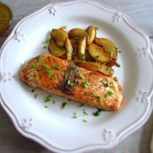 Salmon with caramelized apple