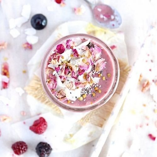 Golden Spiced Ginger-Berry Smoothie
