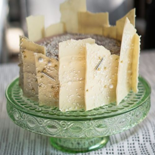 Champagne cake with pomagranate