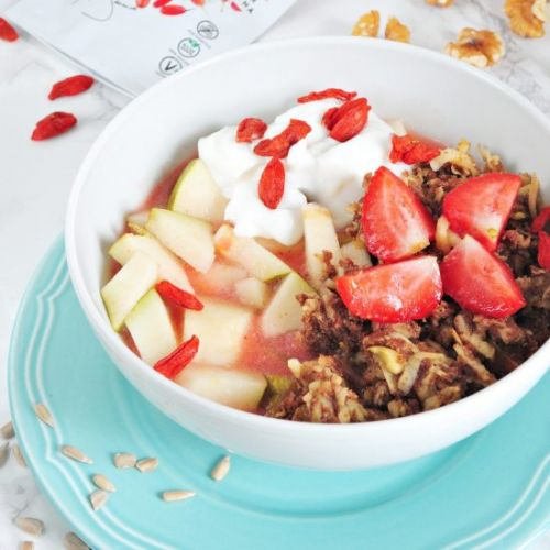 Breakfast bowl with goji