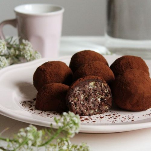 Ricotta truffles and biscuits