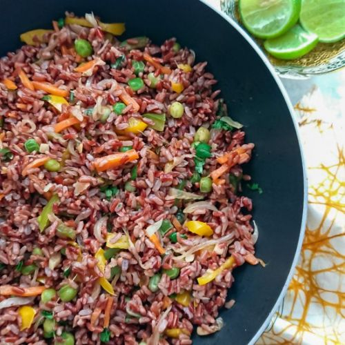 Fried red rice with Thai flavors