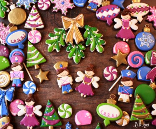 How to Make Decorated Mistletoe Cookies for Christmas