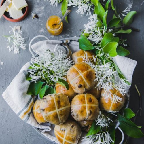 EGGLESS Hot Cross Buns!