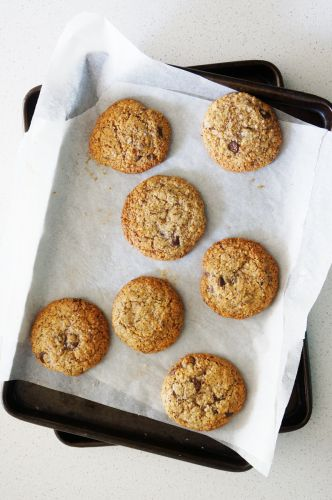Hazelnut and Chocolate Chips Flourless Cookies