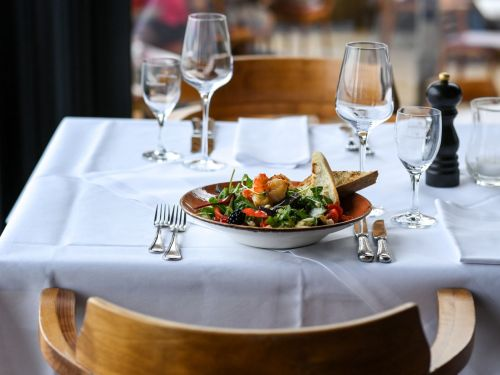 Half of LA's Biggest COVID-19 Workplace Outbreaks Are at Restaurants