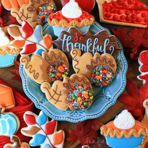 How to Make Decorated Cornucopia Sugar Cookies