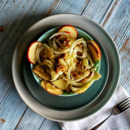 Crunchy apple and fennel salad