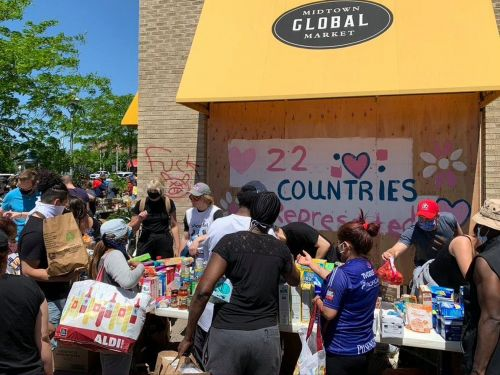 Mutual Aid Groups Band Together to Feed Communities Through Crisis