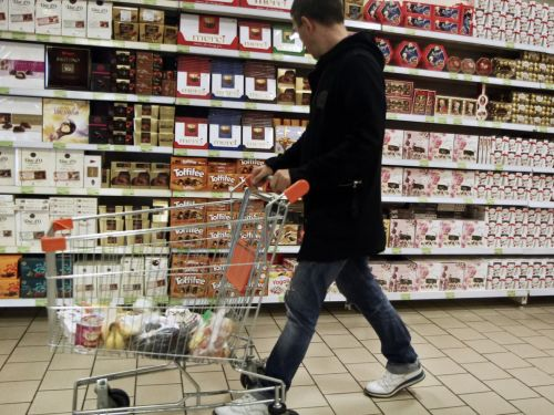 Berkeley Is First in the U.S. to Ban Candy, Chips, and Soda From Grocery Store Checkout Lanes