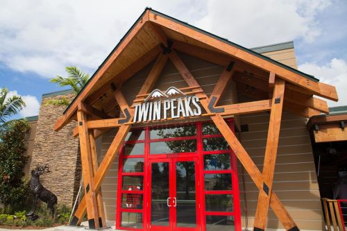 Twin Peaks Expands Phoenix Footprint with Long-Time Franchise Partner