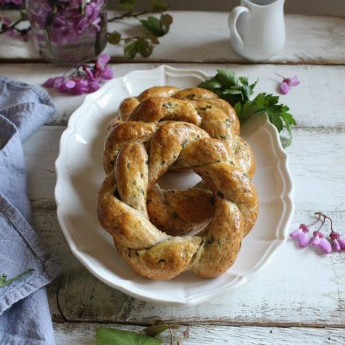 Easter wreaths with cheese & herbs