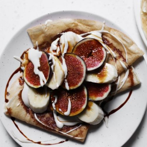 Vegan crêpes with tahini cream