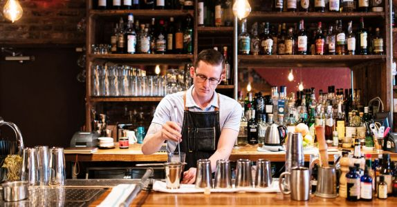 St. Louis Bar Star Drew Lucido Wants to 'Go Out Tipsy'