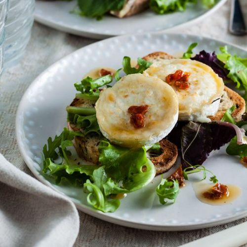 Goats cheese salad with sun dried t