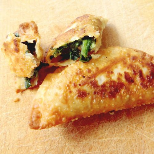 Empanadillas de espinacas, pollo y queso emental / Spinach, chicken and emmenthal cheese hand pies